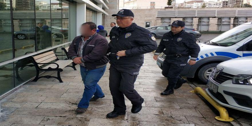 Yere Düşen 100 Lirayı Alınca Gözaltına Alındı