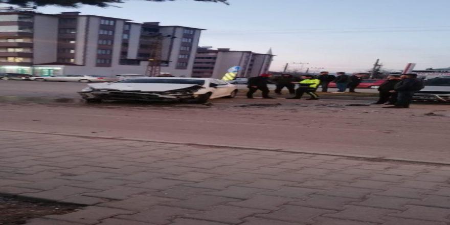 Afşin'de Trafik Kazası: 3 Yaralı