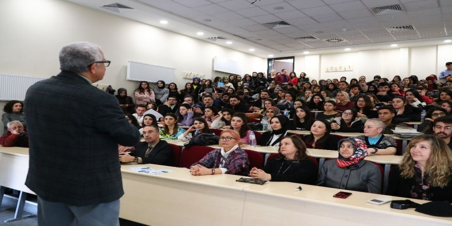 Öğrenciler Hocalarının Tecrübelerini Dinledi