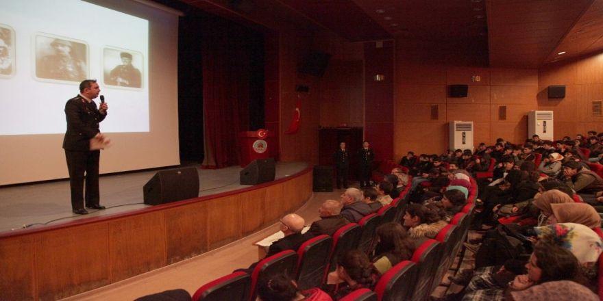 """Ahlat'ta """"Şehitlere Ve Gazilere Saygı"""" Konferansı Düzenlendi"""