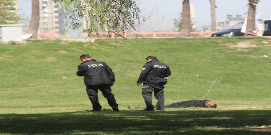 Polisin İnsan Nöbeti