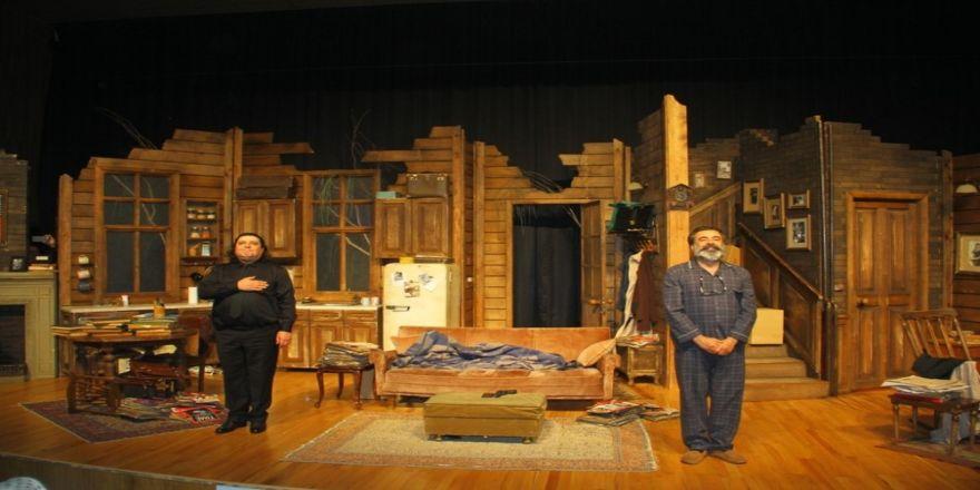 """""""Halktan Biri"""" Adlı Tiyatro Oyunu Kartal'da Sahnelendi"""