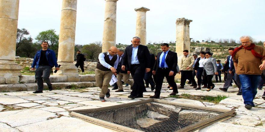 """Kültür Ve Turizm Bakanı Ersoy: """"Stratonikeia İkinci Efes Olabilir"""""""