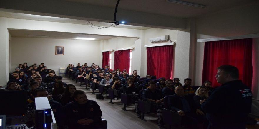 Düzce Üniversitesi'nde Acil Durumlarda Güvenli Müdahale Teknikleri Anlatıldı