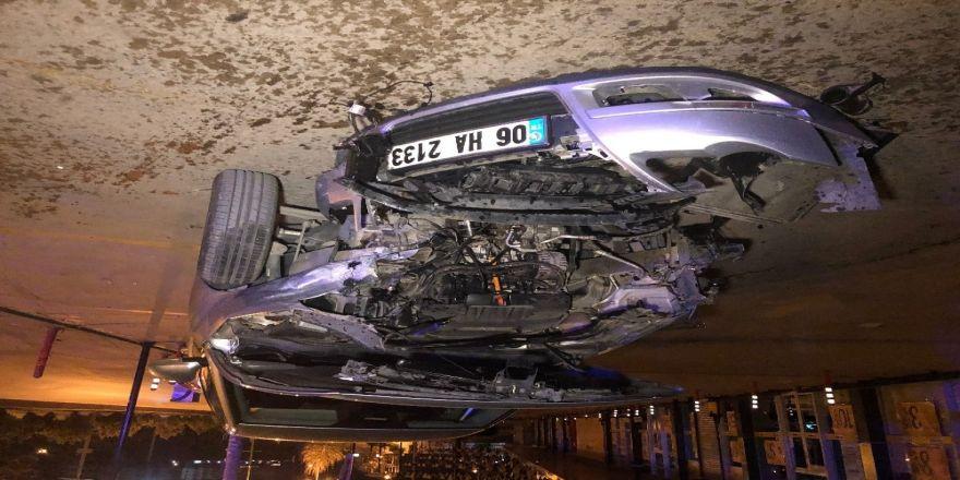 Başkent'te Otomobil, 3 Araca Ve Ekmek Büfesine Çarptı: 2 Yaralı