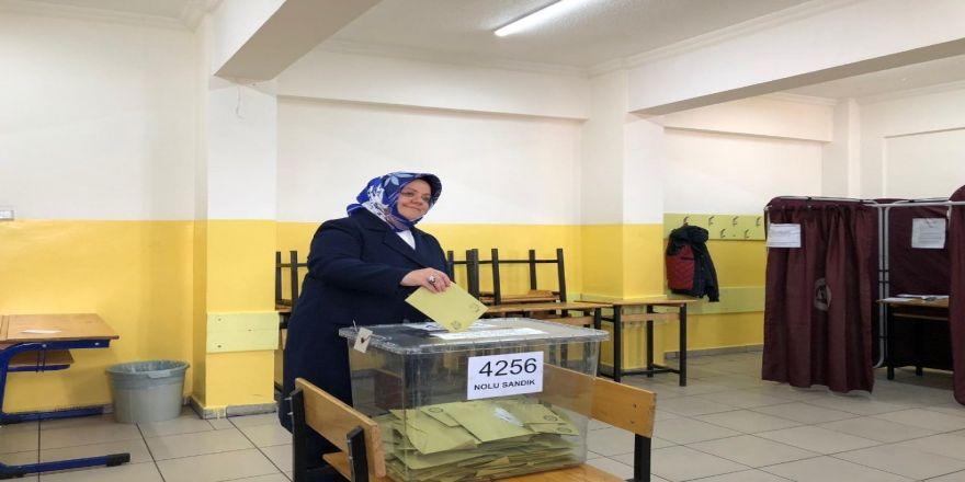 Aile Çalışma Ve Sosyal Hizmetler Bakanı Selçuk Oy Kullandı