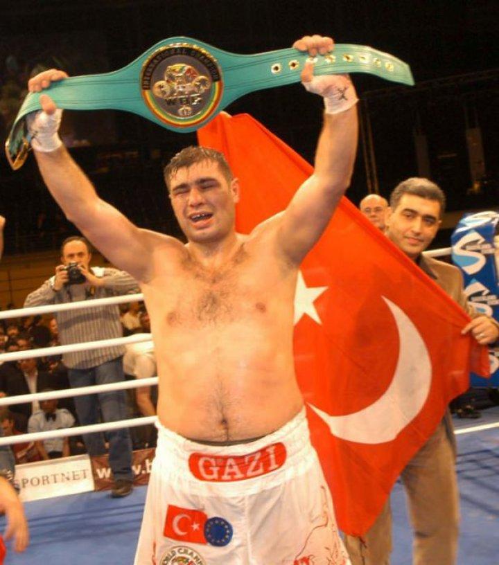 Ünlü Boks Şampiyonu Sinan Şamil Sam'dan Üzücü Haber