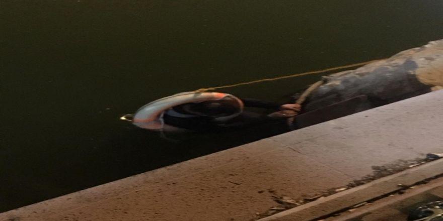 Suya Düşen Alkollü Şahsı Köprü Ayakları Kurtardı
