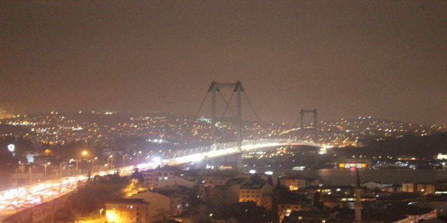 Boğaz köprülerinin ışıkları söndürüldü