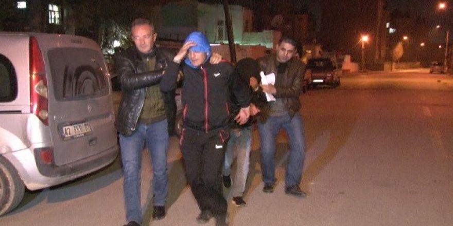 Cezaevi firarileri, hırsızlık için girdikleri evde suçüstü yakalandı