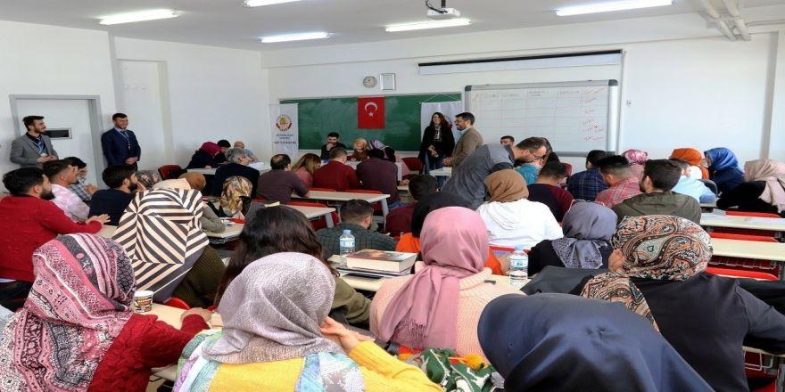 Ağrı'da kitap ödüllü Lugat Bilgisi ve Osmanlıca Okuma yarışması düzenlendi