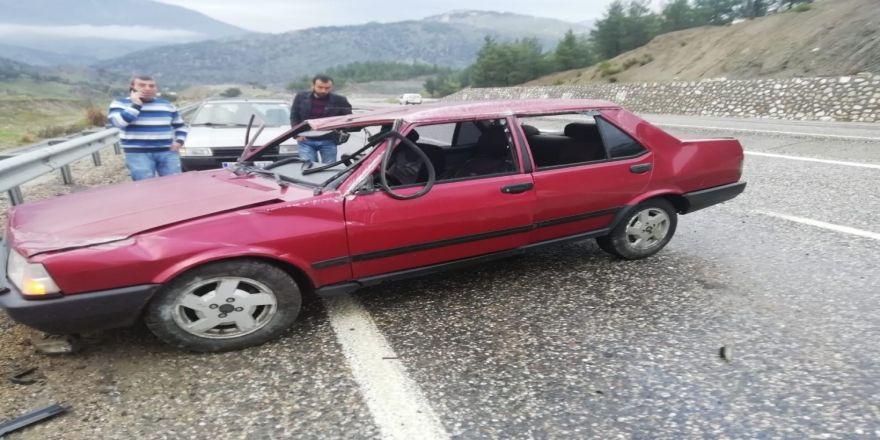 Otomobil Kayganlaşan Yolda Bariyere Çarparak Durabildi
