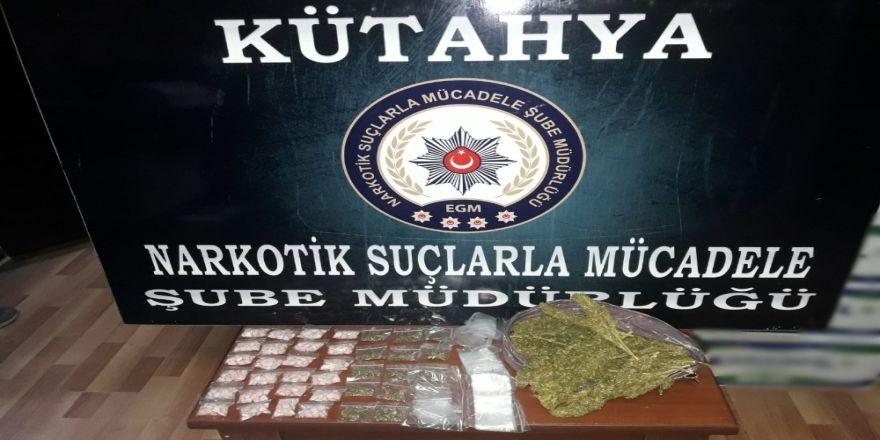 Kütahya'da 500 Gram Esrar İle 600 Adet Uyuşturucu Hap Ele Geçirildi