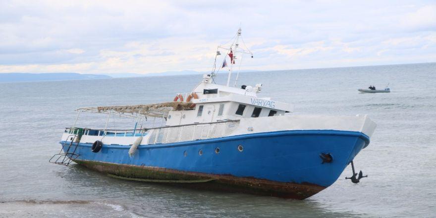 Tekneleri Karaya Oturan Mültecileri Jandarma Yakaladı