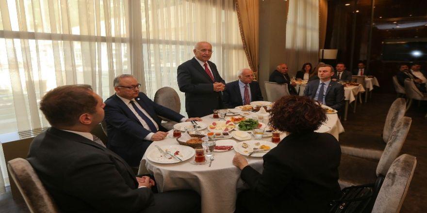 """Başkan Yaşar'dan Meclis Üyelerine """"Kapılarınızı Açın"""" Nasihati"""