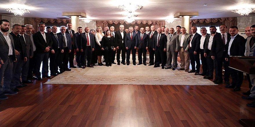MHP'liler Büyükakın'ı ziyaret etti