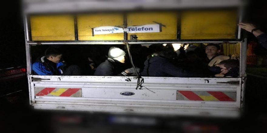 Çanakkale'de 47 Afganistan Uyruklu Kaçak Mülteci Yakalandı