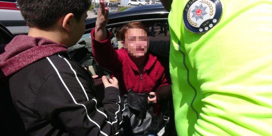 Yayaya Çarpan Sürücü Arabası İçin Ağladı