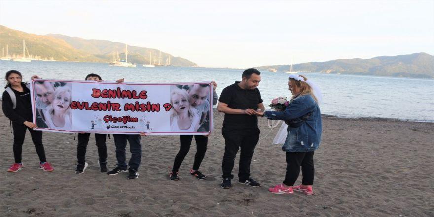 Dünyaca Ünlü Plaj, Sürpriz Evlilik Teklifine Ev Sahipliği Yaptı
