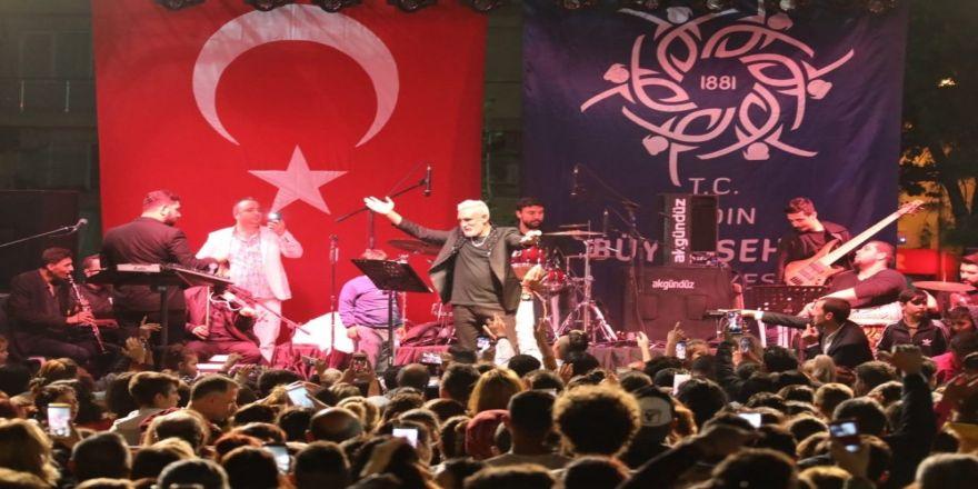 Aydın Büyükşehir Belediyesi, Söke'de Tarık Mengüç'le Coşturdu