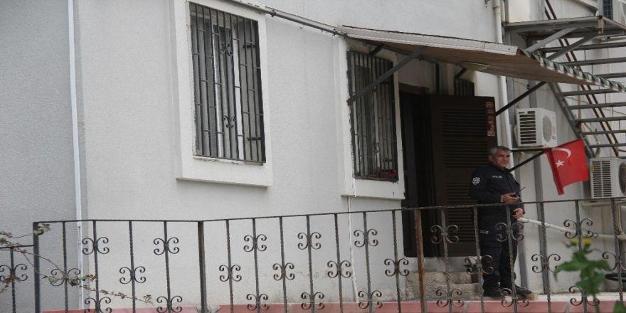 Apartman görevlisi evinde ölü bulundu
