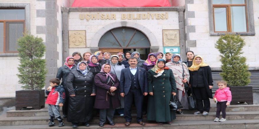 Uçhisarlı Kadınlar Belediye Başkanı Süslü'ye Teşekkür Etti