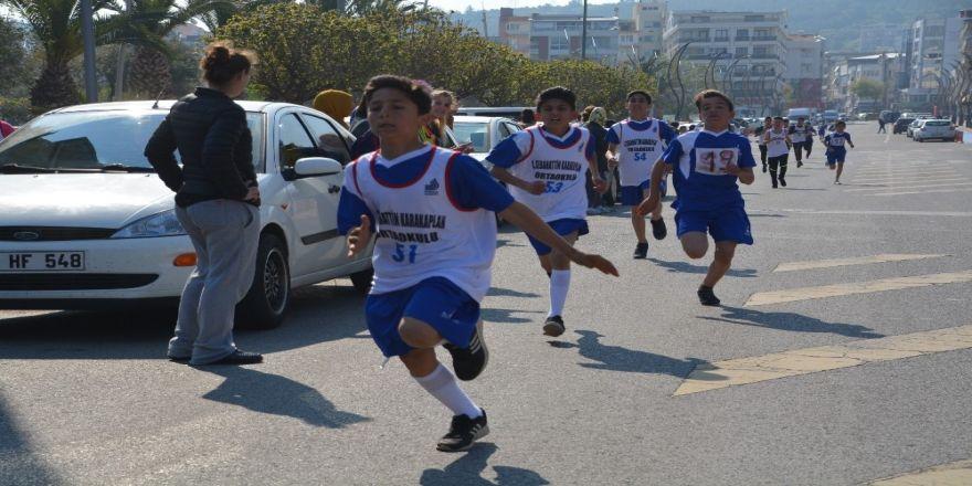 Aliağa'da Okullar Arası Koşu