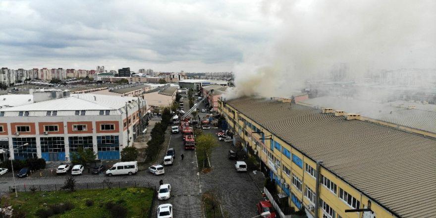 Başakşehir'de Sanayi Sitesindeki 2 İş Yeri Yandı