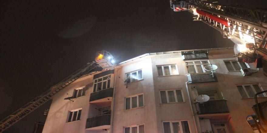Apartman Çatısı Alev Alev Böyle Yandı