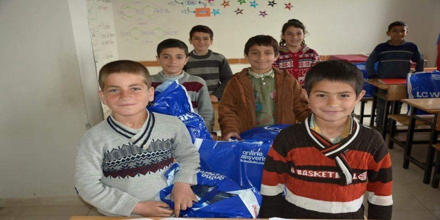 Öğrencilere Giyim Yardımı