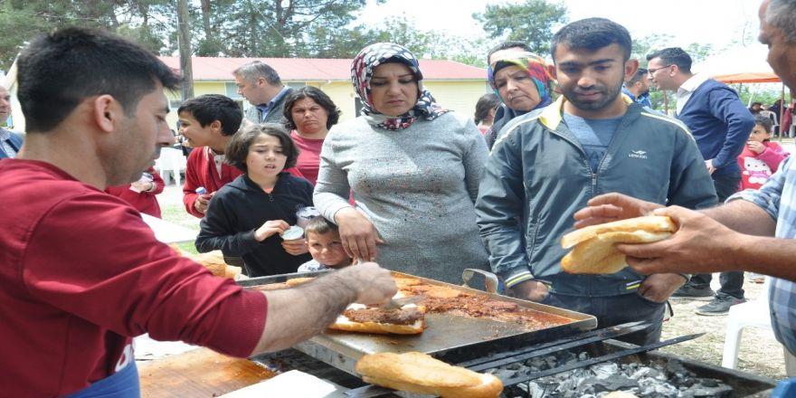 Okulda Sucuk Ekmekli Bahar Şenliği