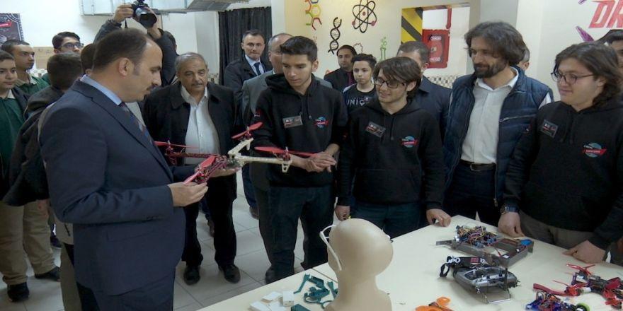 Başkan Altay, Robot Yarışmasında Şampiyon Olan Öğrencilerle Buluştu
