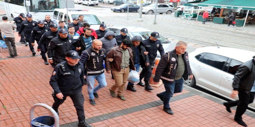 Kocaeli'de Fetö'den Gözaltına Alınan 8 Kişi Adliyeye Sevk Edildi