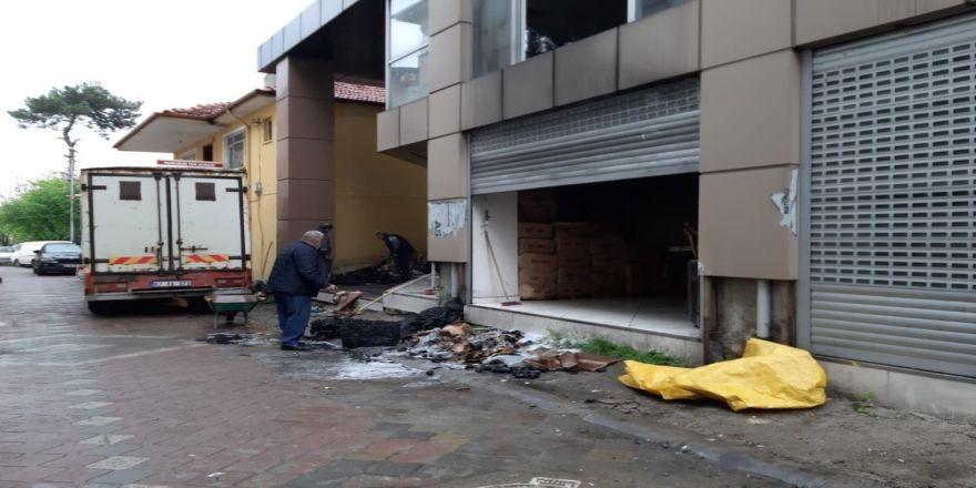 Çaycuma'da Gece Saatlerinde Depoda Çıkan Yangın Korkuttu