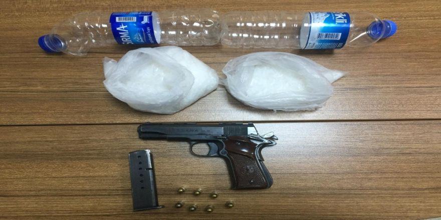 Pet şişe içerisinde uyuşturucu yakalandı