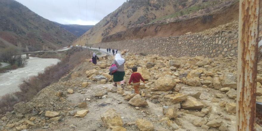 Çatak'ta Meydana Gelen 3 Ayrı Heyelan Yolları Kapattı