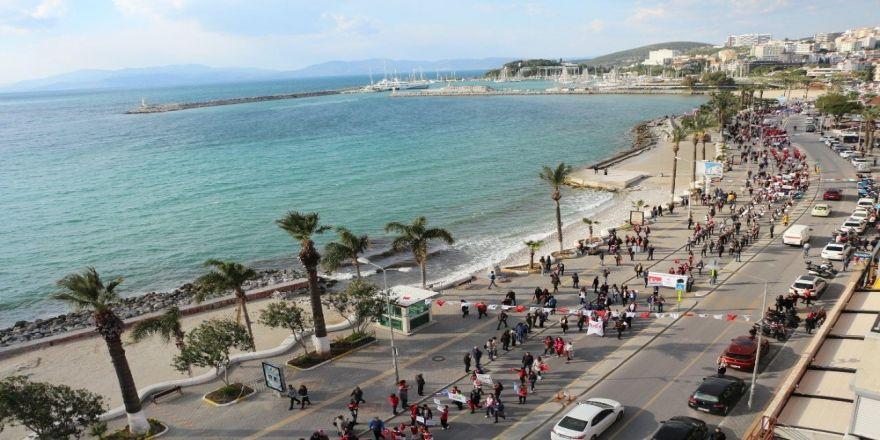 Kuşadası'nda 2 Kilometre Uzunluğunda Turizm Korteji