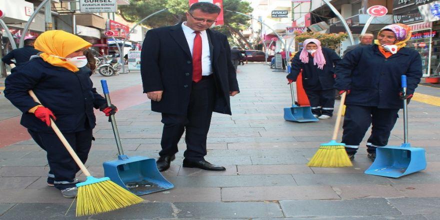 Alaşehir'de Kadın Çöpçüler İşbaşında