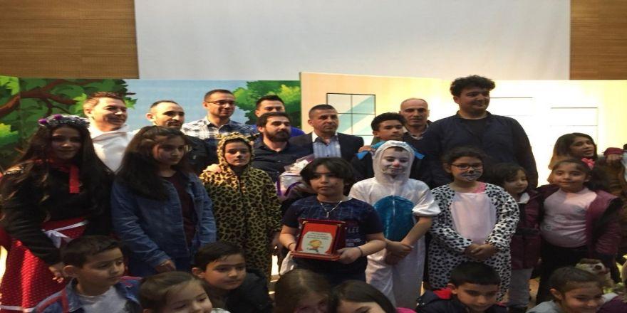 """Melikgazi Belediye Başkanı Dr. Mustafa Palancıoğlu, """"Önce Tiyatro Eğitiminin Dersini Aldılar, Sonra Oyuncu Olarak Sahnelediler"""""""