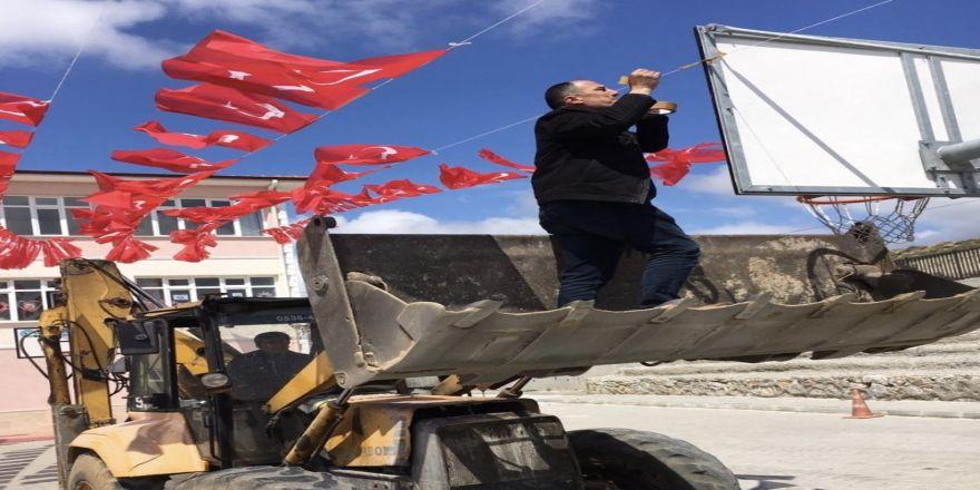 Seçim Bitti, Bayraklar Müdüre Kaldı