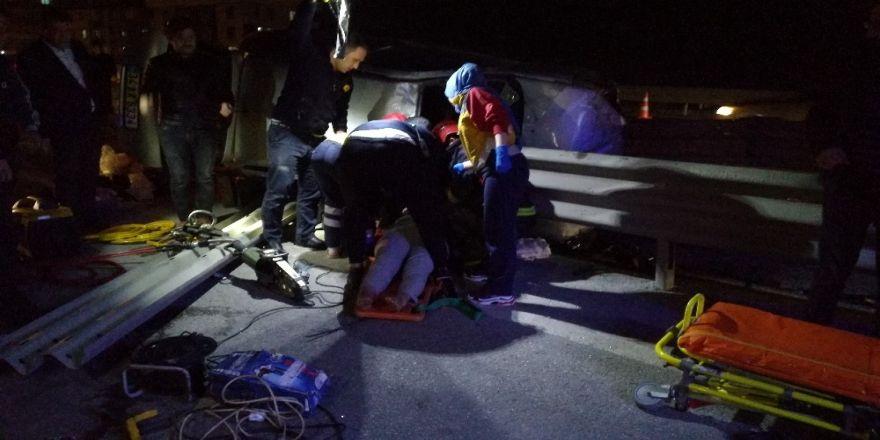 Kontrolden Çıkan 2 Otomobil Bariyerlere Çarptı: 4 Yaralı