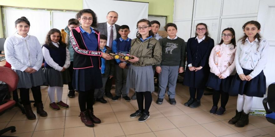 Varto Atatürk Ortaokulu Öğrencileri Bluetooth Kontrollü Araç Yaptı