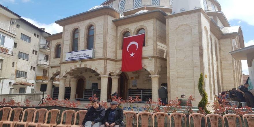 Yıkılıp Yeniden Yapılan Cami İbadete Açıldı