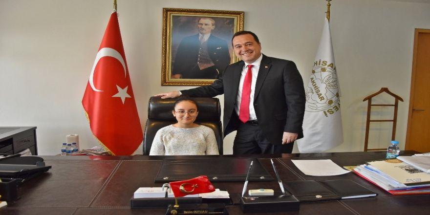 Şehit kızı temsili Belediye Başkanı oldu