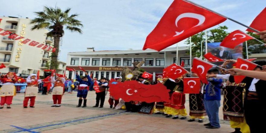 İzmir'in İlçelerini Bayram Coşkusu Sardı
