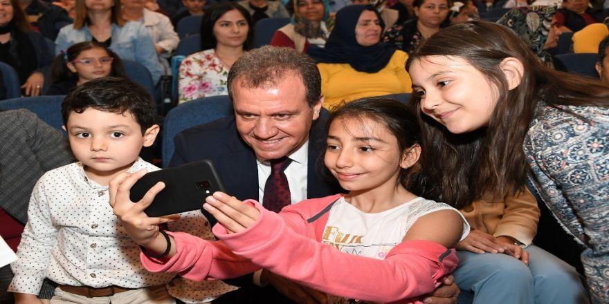 Seçer, Çocuk Festivali'nde çocuklarla bayram coşkusu yaşadı