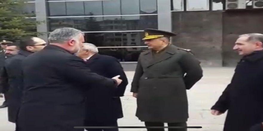 Garnizon Komutanı Hdp Eş Başkanlarıyla Tokalaşmadı