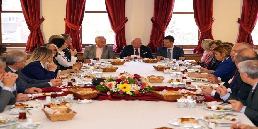Başkan Albayrak Ve Sarıkurt Muhtarlarla Buluştu