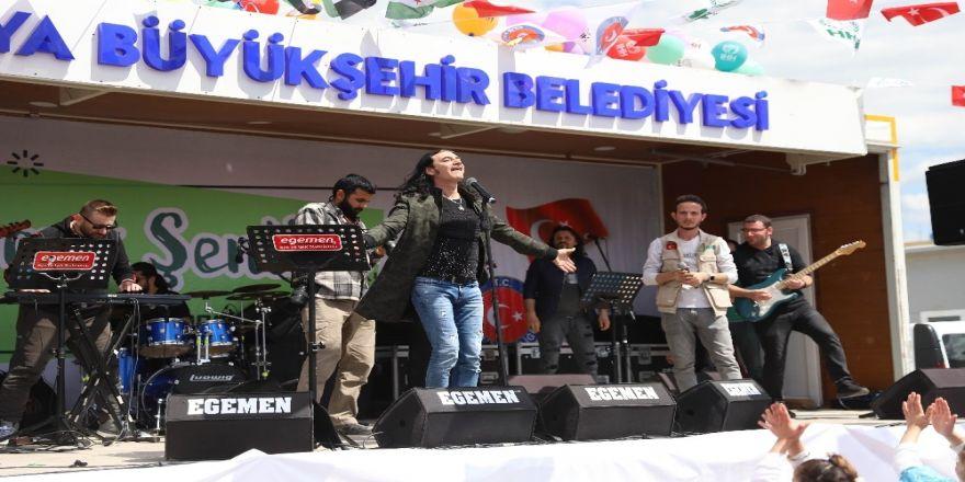 Murat Kekilli'den Suriyeli Çocuklara Konser