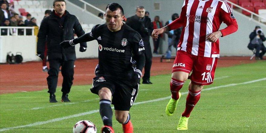 Beşiktaş'a Medel şoku